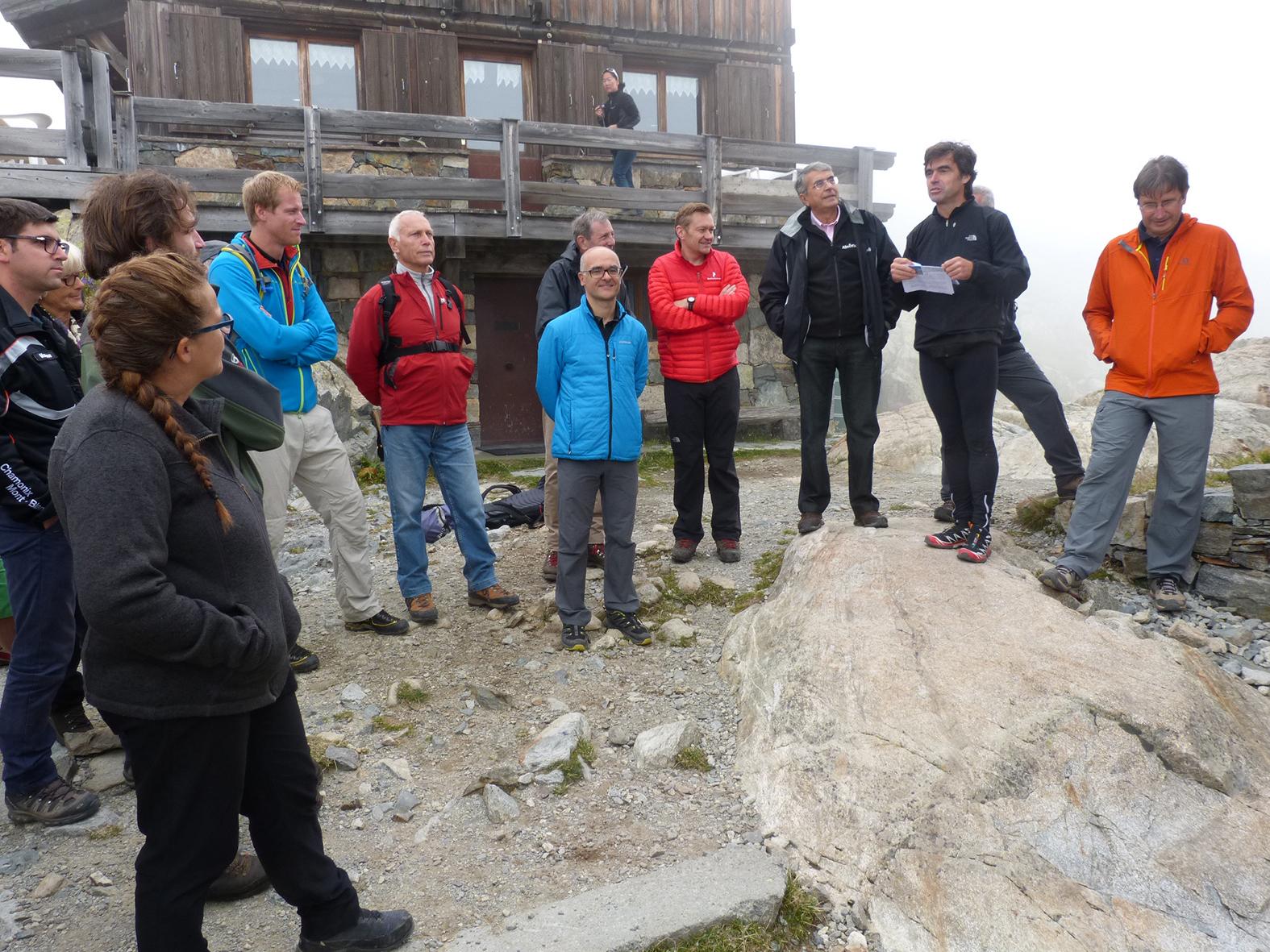 ©Mairie de Chamonix : Elus et acteurs de l'opération lors de l'inauguration de la pico-centrale du lac blanc